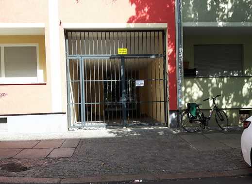 Stellplatz im verschlossenen Hinterhof