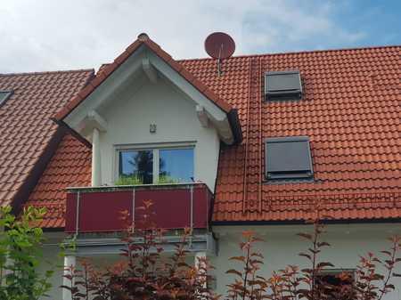 90 qm Wohnung (3 Zi., befristet, möbliert) im 1. OG+DG mit Balkon, EBK in Attenkirchen in Attenkirchen
