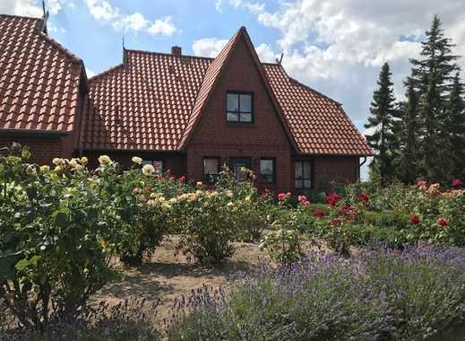 Großzügiges Wohnhaus mit herrlichem Weitblick und Weide