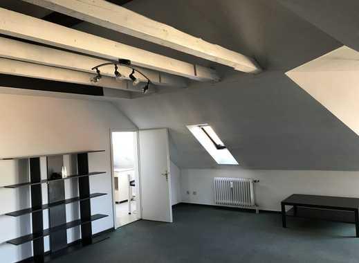 Sehr schöne 1-Zimmer-DG-Wohnung mit Balkon, Einbauküche und Empore in Hanau