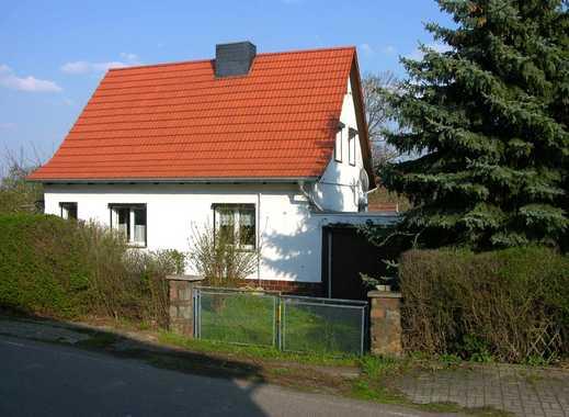 Freistehendes Einfamilienhaus mit Garten und Garage in Freist