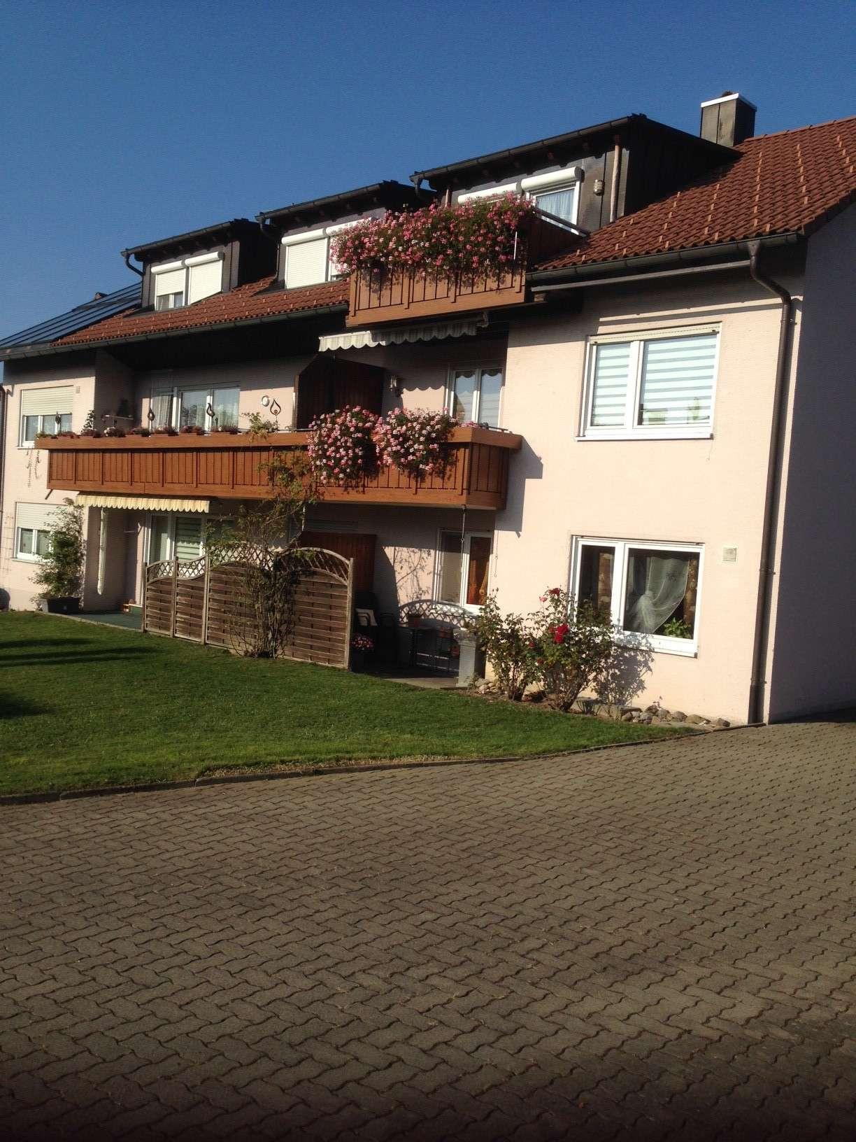 Gepflegte 4-Zimmer-Terrassenwohnung mit Balkon und EBK in Sigmarszell / Niederstaufen bei Lindau (B)