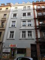 Gepflegte Altbau-DG-Wohnung im beliebten Bahnhofsviertel