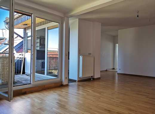 Moderne 3-Zimmer-Dachgeschosswohnung mit Balkon und Einbauküche direkt in Prenzlauer Berg