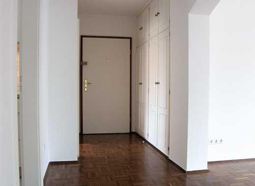 *Schicke Wohnung mit großem Balkon und Stellplatz - ganz zentral in Rüttenscheid*
