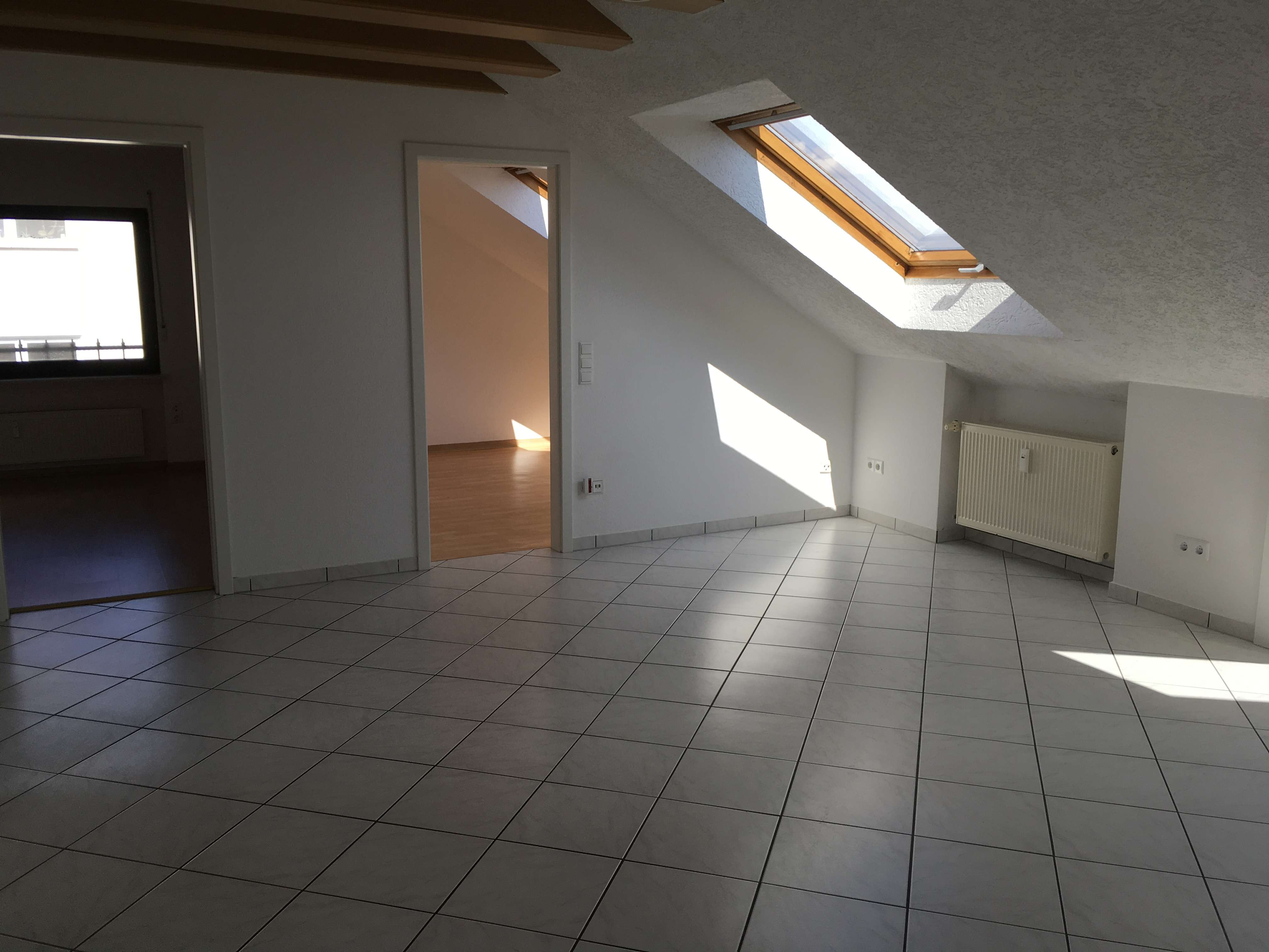 Schöne helle drei Zimmer Wohnung in Aschaffenburg (Kreis), Johannesberg
