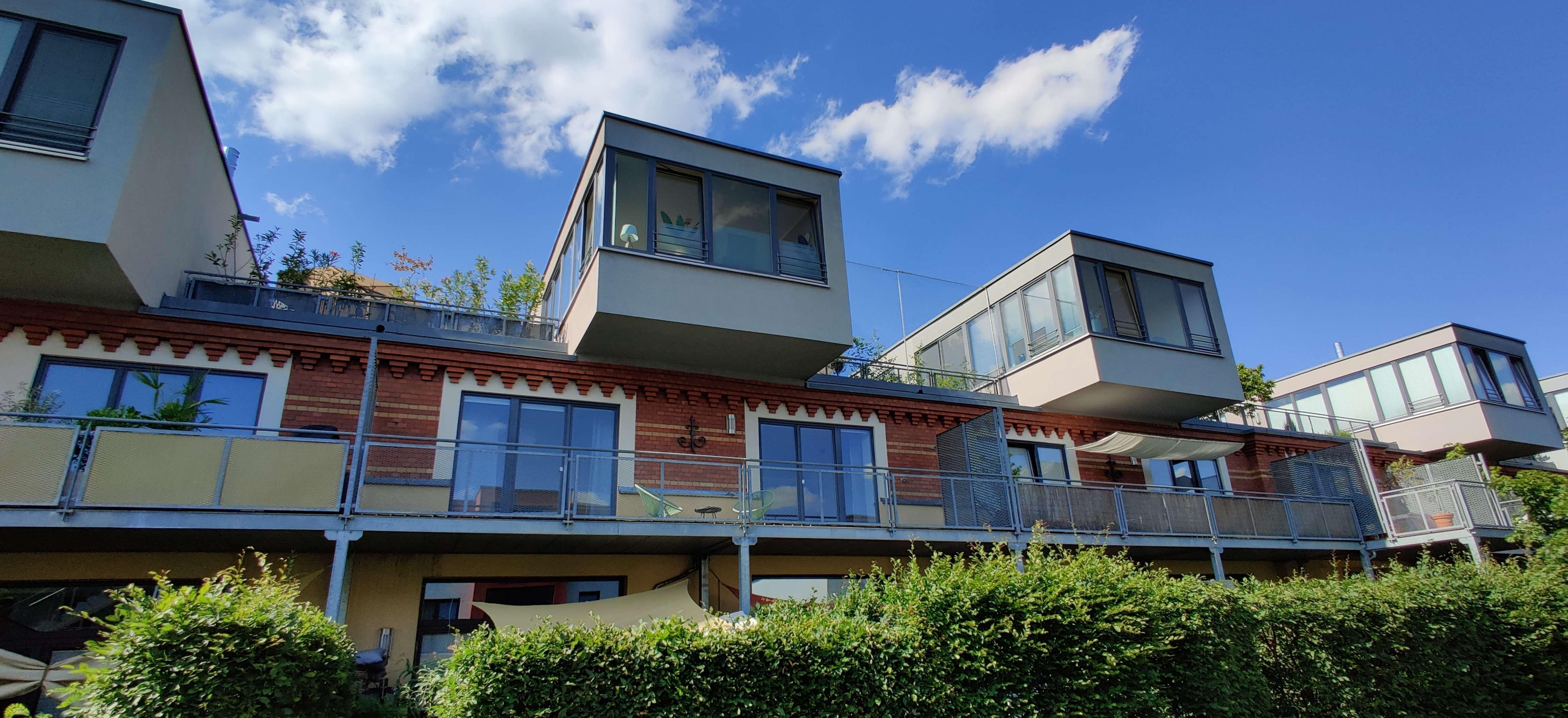 Vollständig renovierte 2,5-Raum-Wohnung mit Balkon und Einbauküche in Fürth in