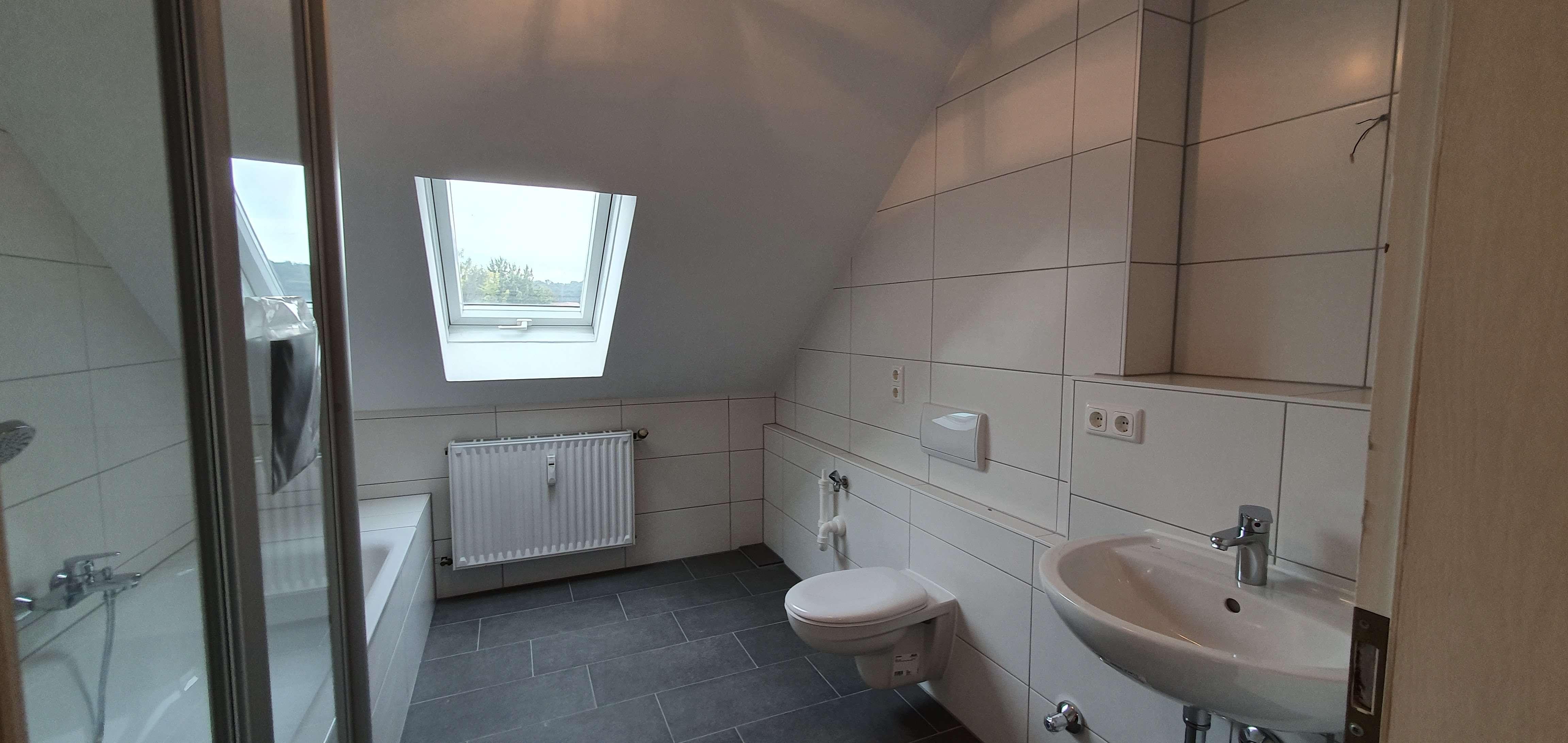 Großzügige, neuwertige, helle 3 Zimmer-Wohnung mit Ankleidezimmer in TOP Lage in Nikola