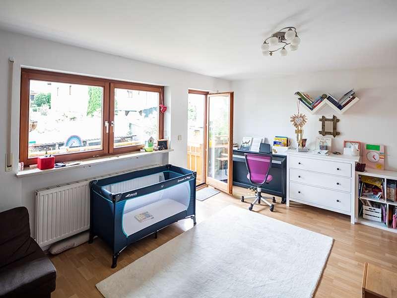 Exklusive, gepflegte 3-Zimmer-Wohnung mit Balkon und EBK in Markt Schwaben in