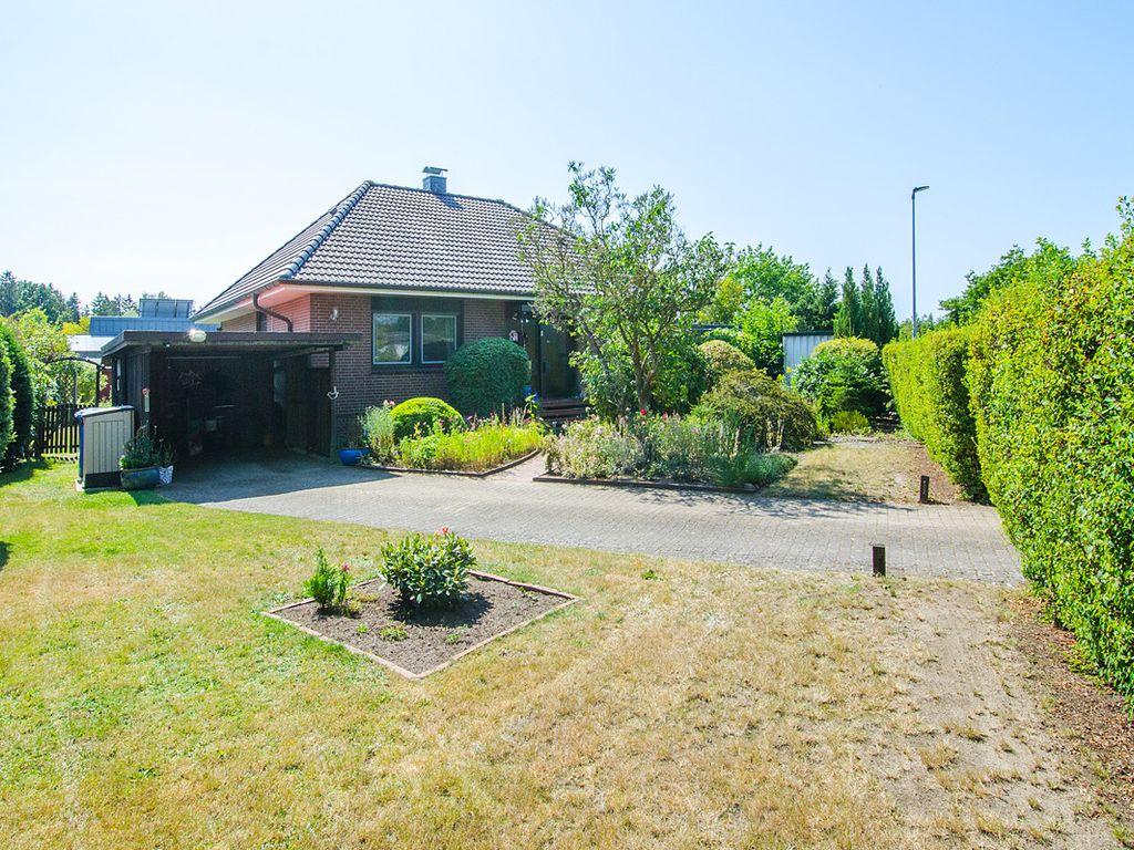 Einfamilienhaus mit liebevoll angelegtem Garten