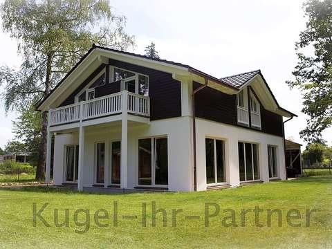 Ansicht Haus Vom Garten / Wald
