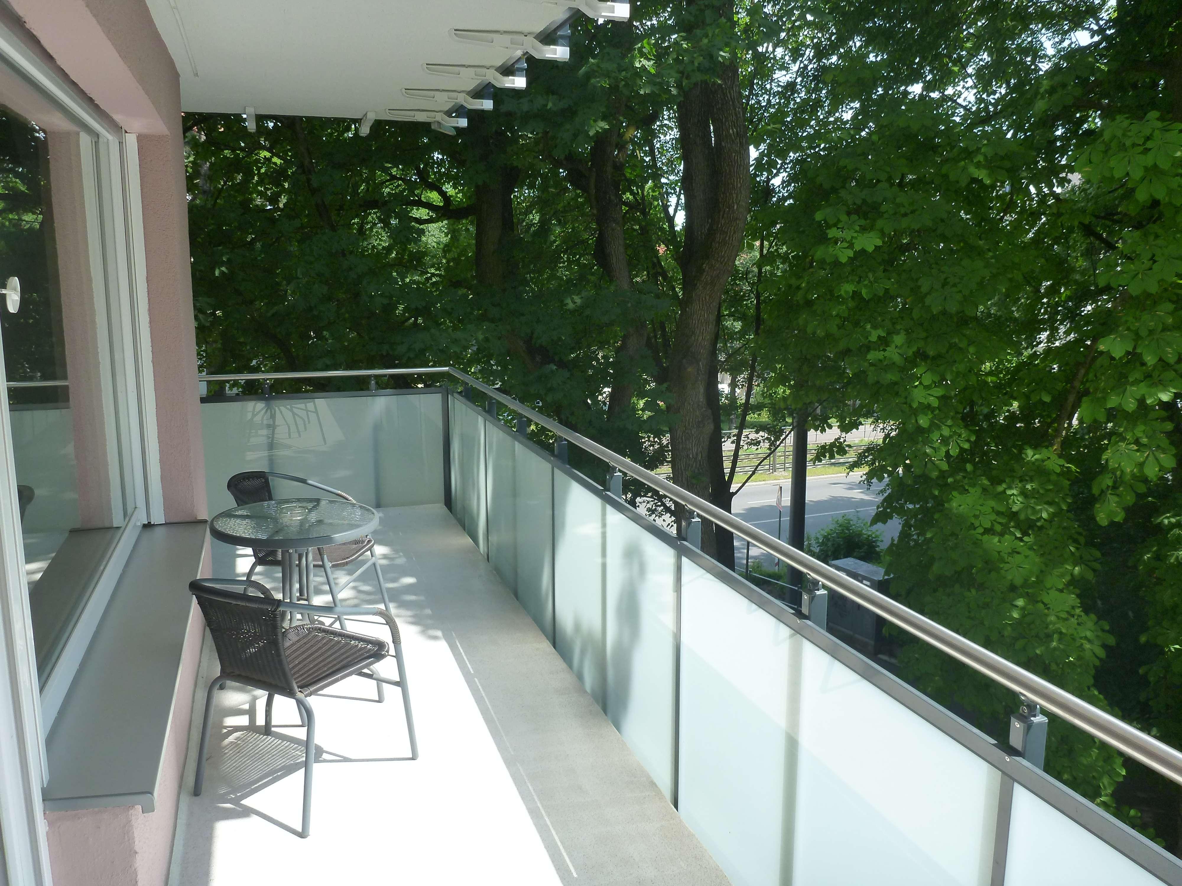 Repräsentative, möblierte 3-Zimmer-Wohnung mit Balkon am Roten Tor in Augsburg-Innenstadt