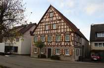 Denkmalgeschütztes Bauernhaus mit Scheune in