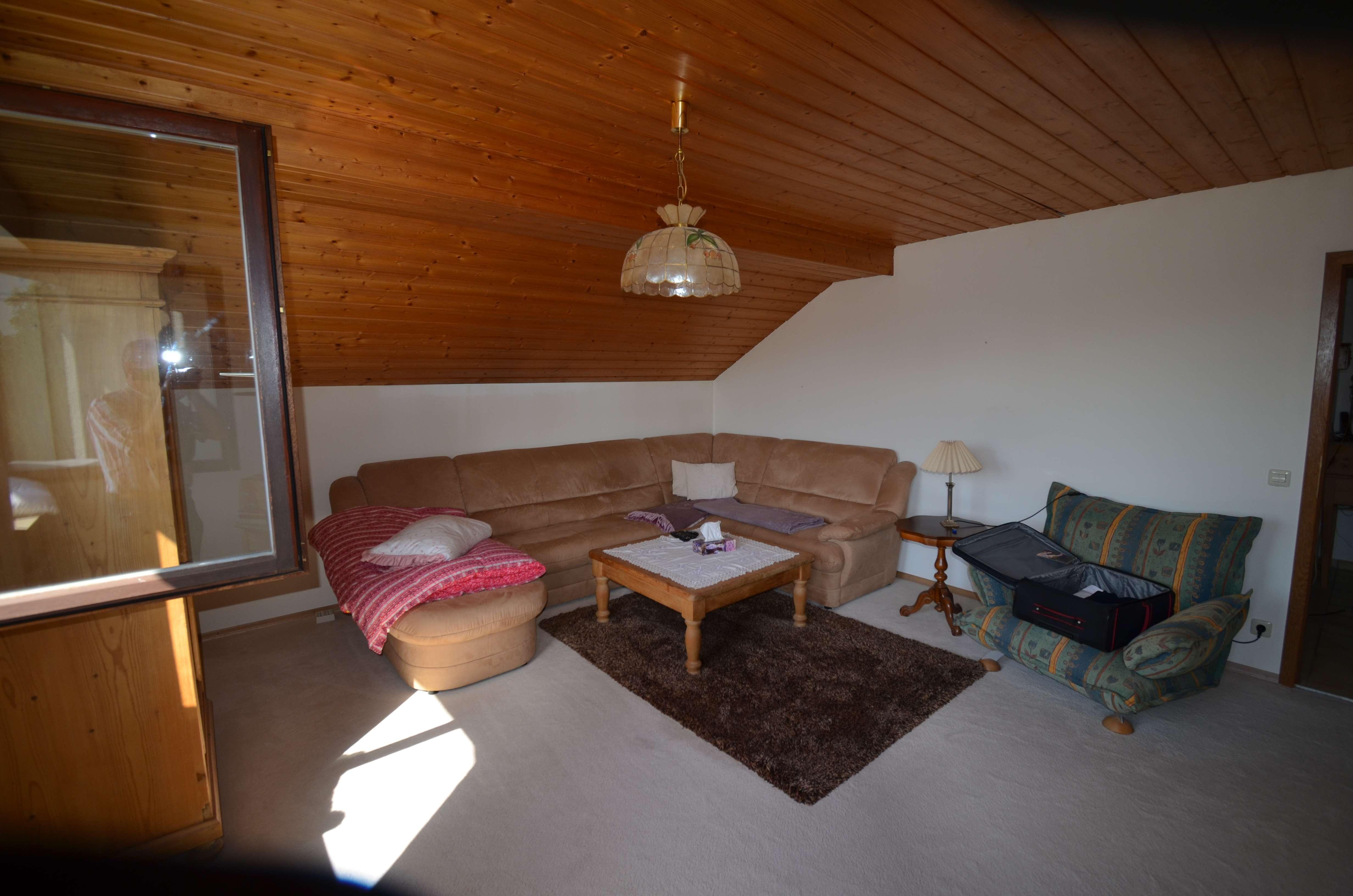 Familiengerechte 4-Zimmer-Dachgeschoßwohnung in Biburg langfristig zu vermieten