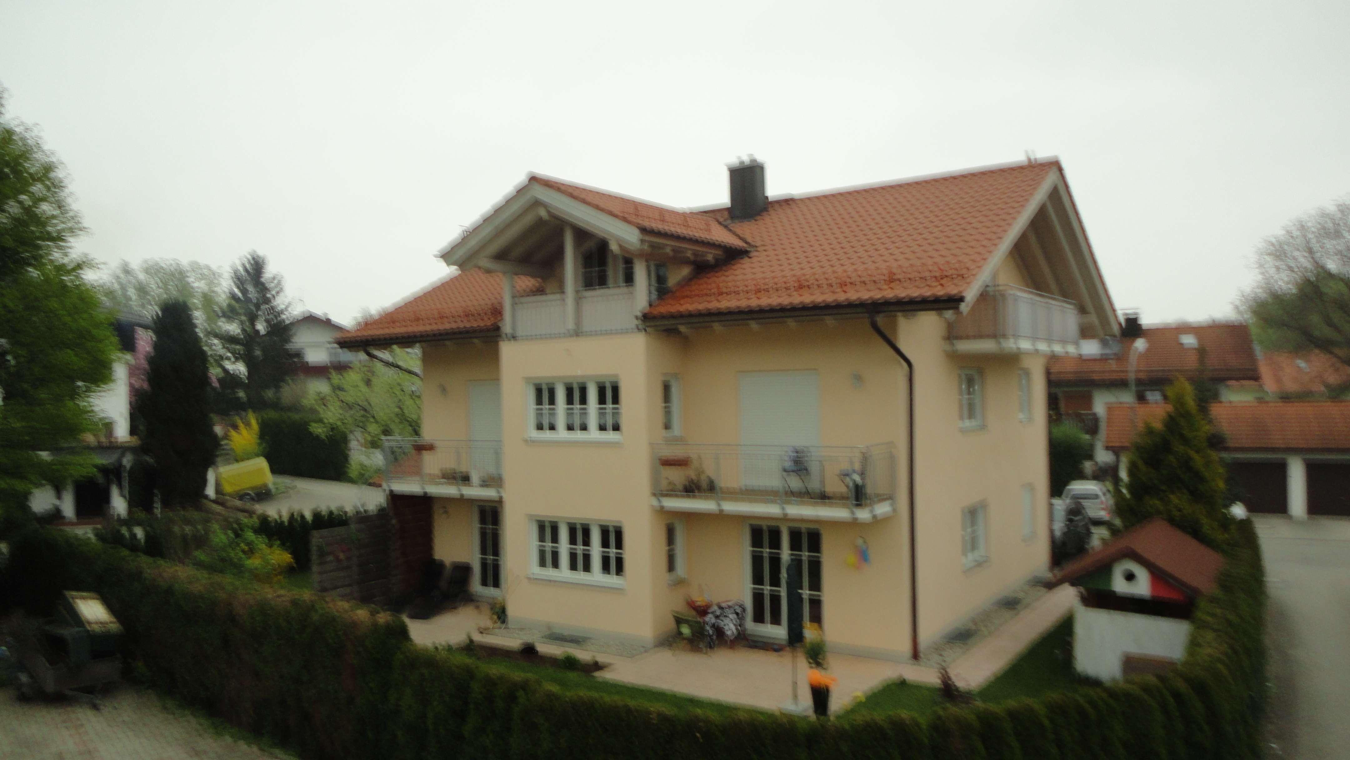 Hochwertige, helle 3-Zimmer-Wohnung mit Balkon und Gartenanteil in Brannenburg in Brannenburg