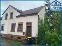 sanierungsbedürftiges kleines Einfamilienhaus