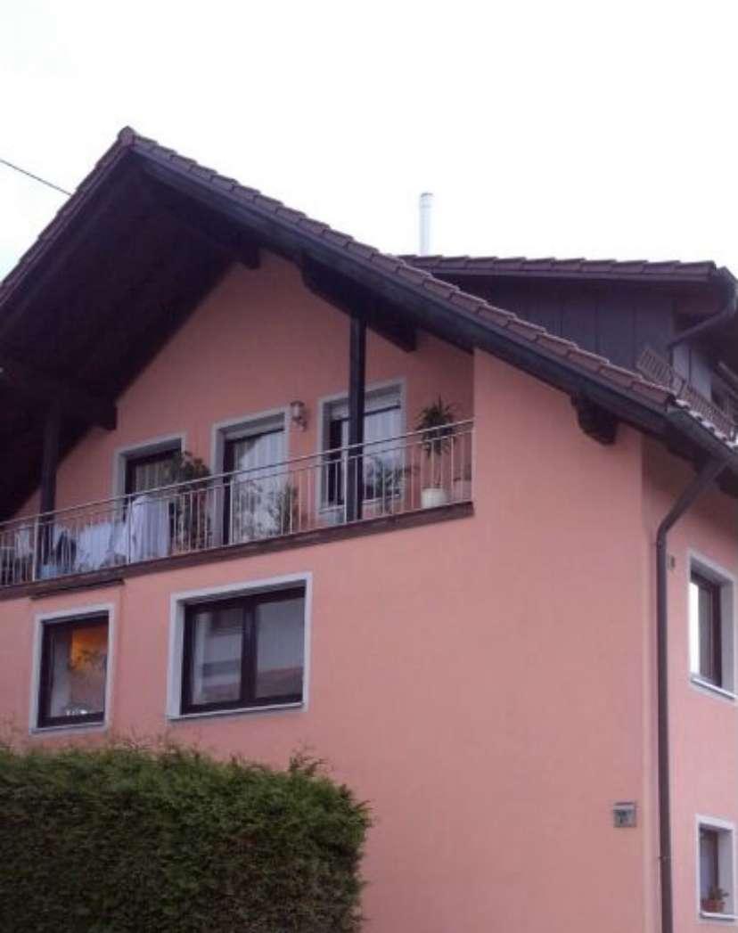 Gepflegte 4-Zimmer-Wohnung mit Balkon und Einbauküche in Griesbeckerzell in