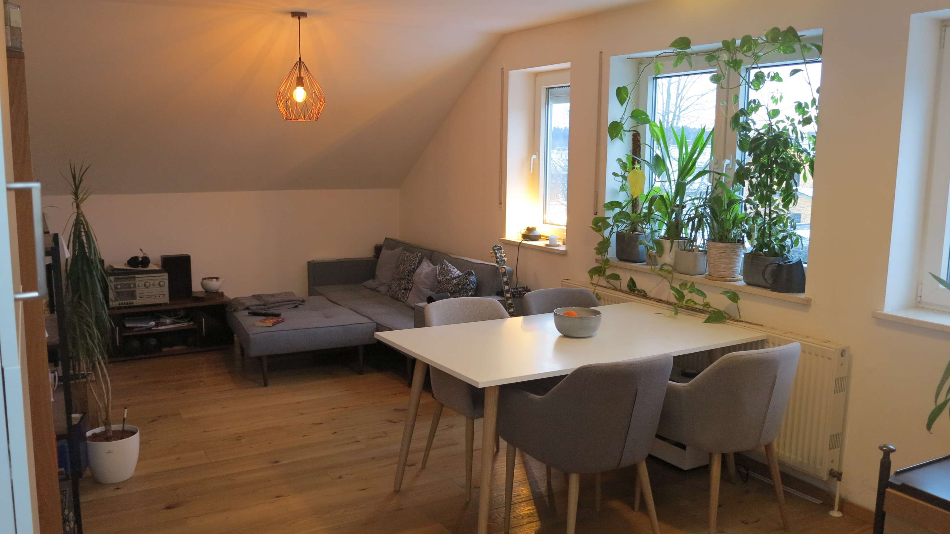 Schöne DG-Wohnung mit zwei Räumen und EBK in Grafing in