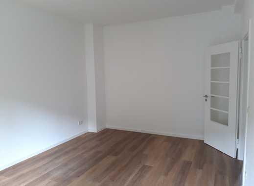 Frisch renovierte 2 Zimmer Wohnung mit separater Küche