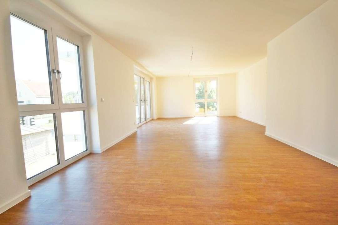 Lichtdurchflutete 4-Zimmer-Wohnung mit Balkon in Obertraubling! Frei ab 01.03! in Obertraubling