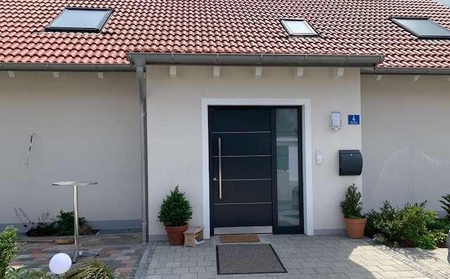 Schöne, geräumige drei Zimmer Wohnung, Nandlstadt