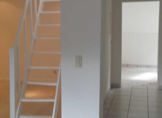 Individuelle  2,5 Zi.Dachgeschosswohnung mit Galerie und EBK im Jugendstilhaus in Düsseldorf Eller