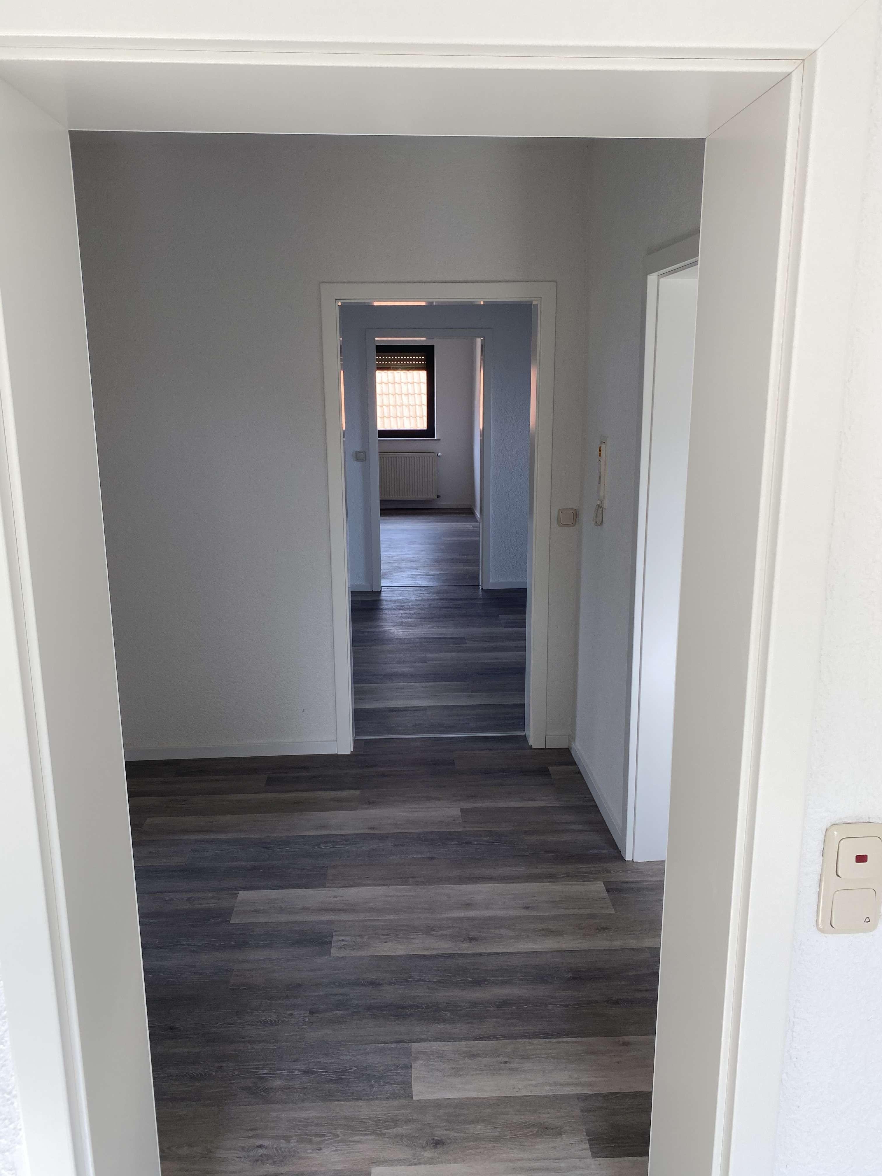Erstbezug nach Sanierung: schöne 3-Zimmer-Dachgeschosswohnung in Altertheim in