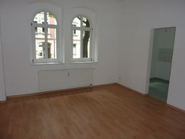 geräumiges Wohnzimmer...
