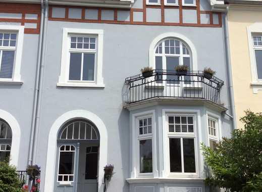 Stilvolle 5-Zimmer Altbauwohnung über zwei Etagen mit großer Dachterrasse und Kaminofen