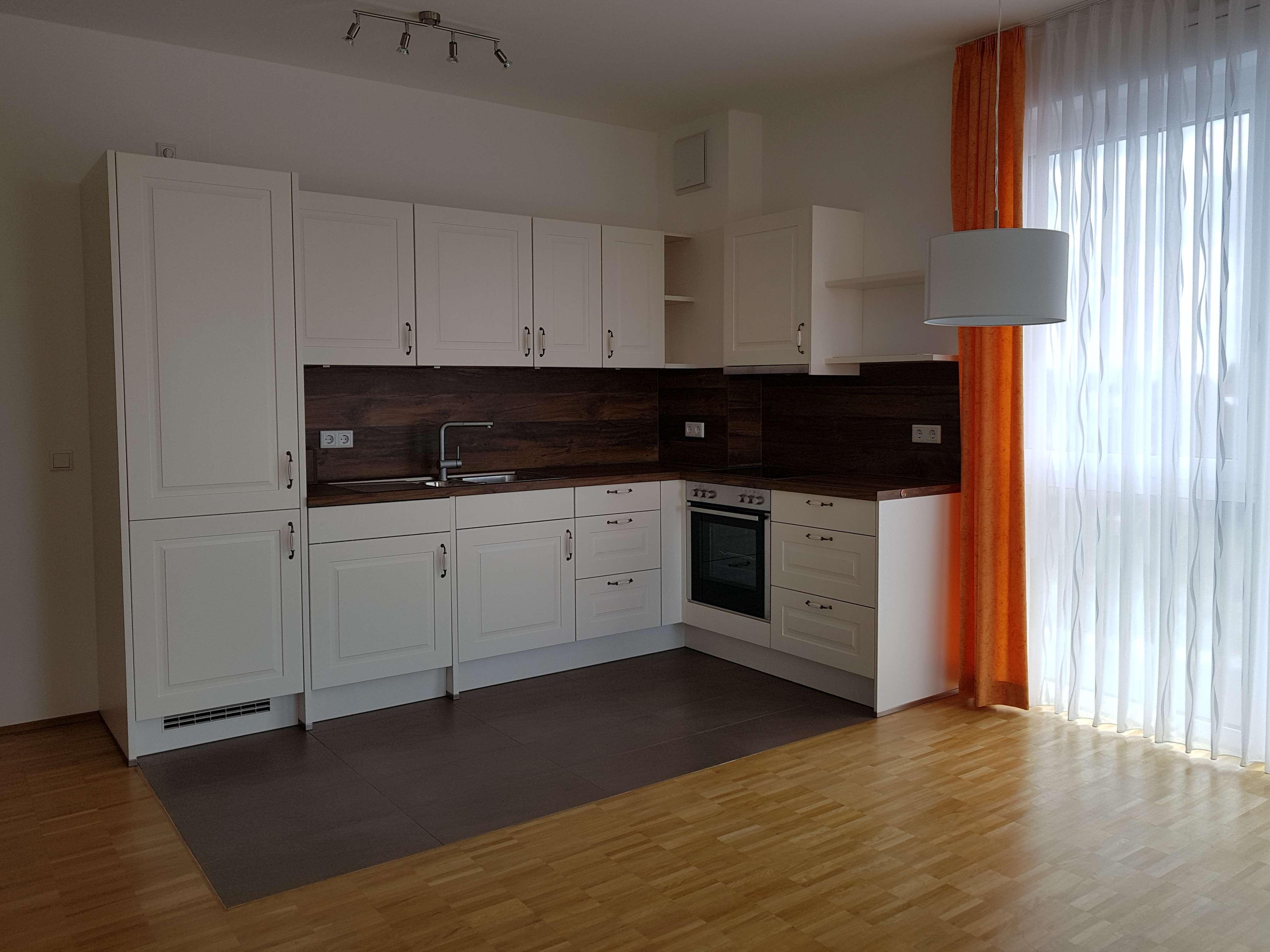 attraktive 1-Zimmer-Wohnung mit Einbauküche, Waschtrockner und Balkon in Falkenstraße, Bergtheim in