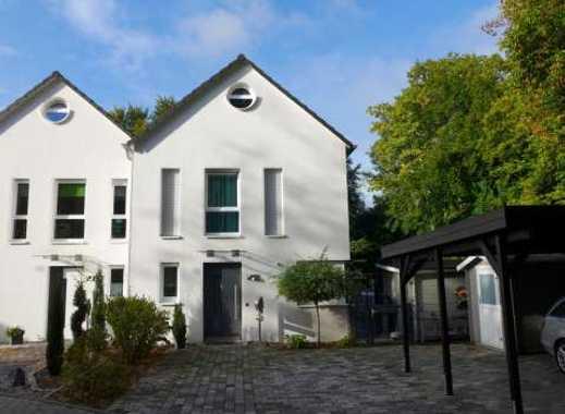 Modernes Haus im historischen Ortskern von Alt-Marl