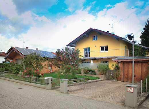 Energieautarkes EFH, teilbar in zwei getrennte Wohnungen mit vier Garagen und schönem Garten!