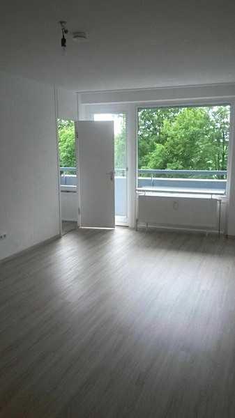 Lichtdurchflutetes, teilmöbliertes, saniertes  1-Zimmer-Apartment in Solln mit Loggia und neuer EBK in Solln (München)