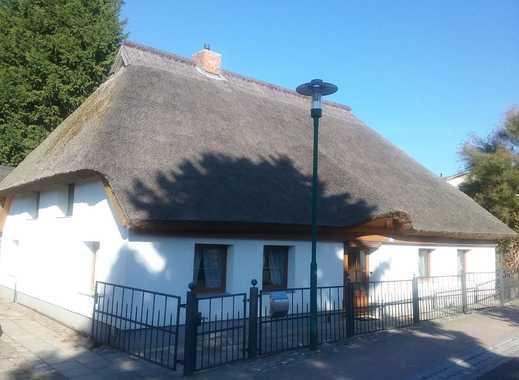 Besonderes Einfamilienhaus mit Reetdach in Wassernähe
