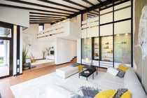 Modernes freistehendes Architektenhaus in ruhiger
