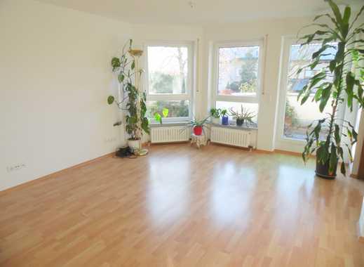 Eine großzügige, gepflegte Wohnung - ideal für Singles oder Paare - wartet auf Sie !