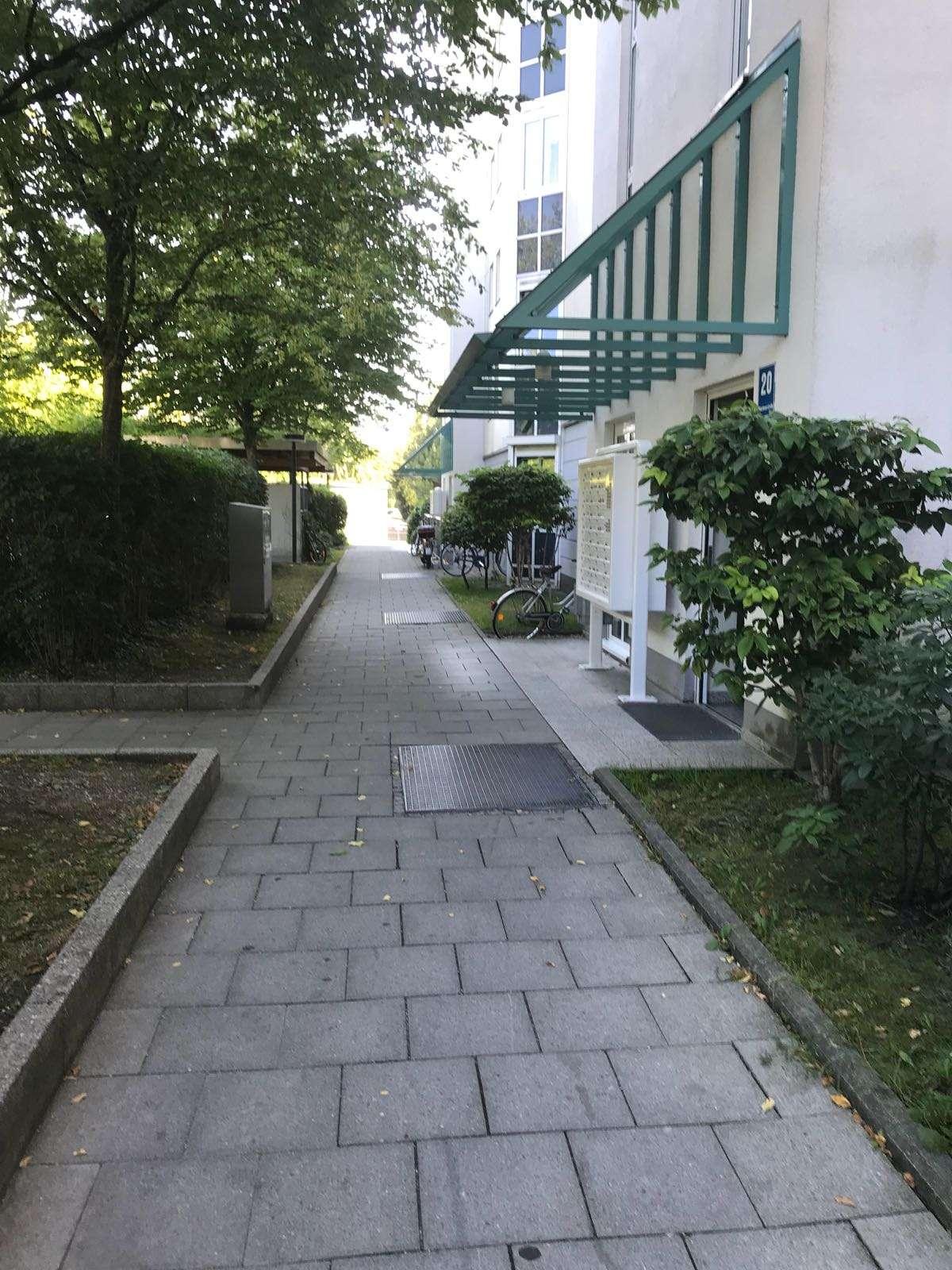 Schöne, geräumige zwei Zimmer Wohnung in Germering in Germering (Fürstenfeldbruck)