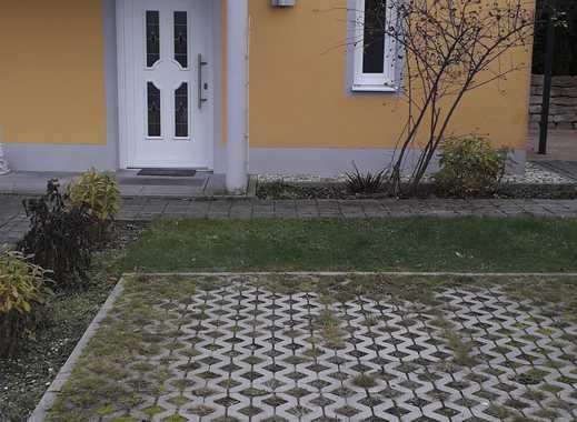 Exklusive, gepflegte 2-Zimmer-Wohnung mit Terasse und Einbauküche in Kranzberg