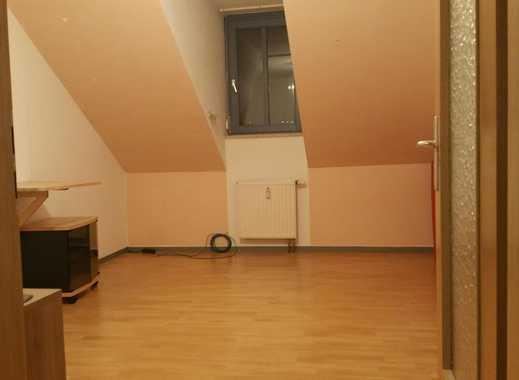Günstiges Zimmer in 2-Raumwohnung inkl. Dachspeicher, sehr gute Anbindung an ÖVM + Einkaufsmögl. (Ti