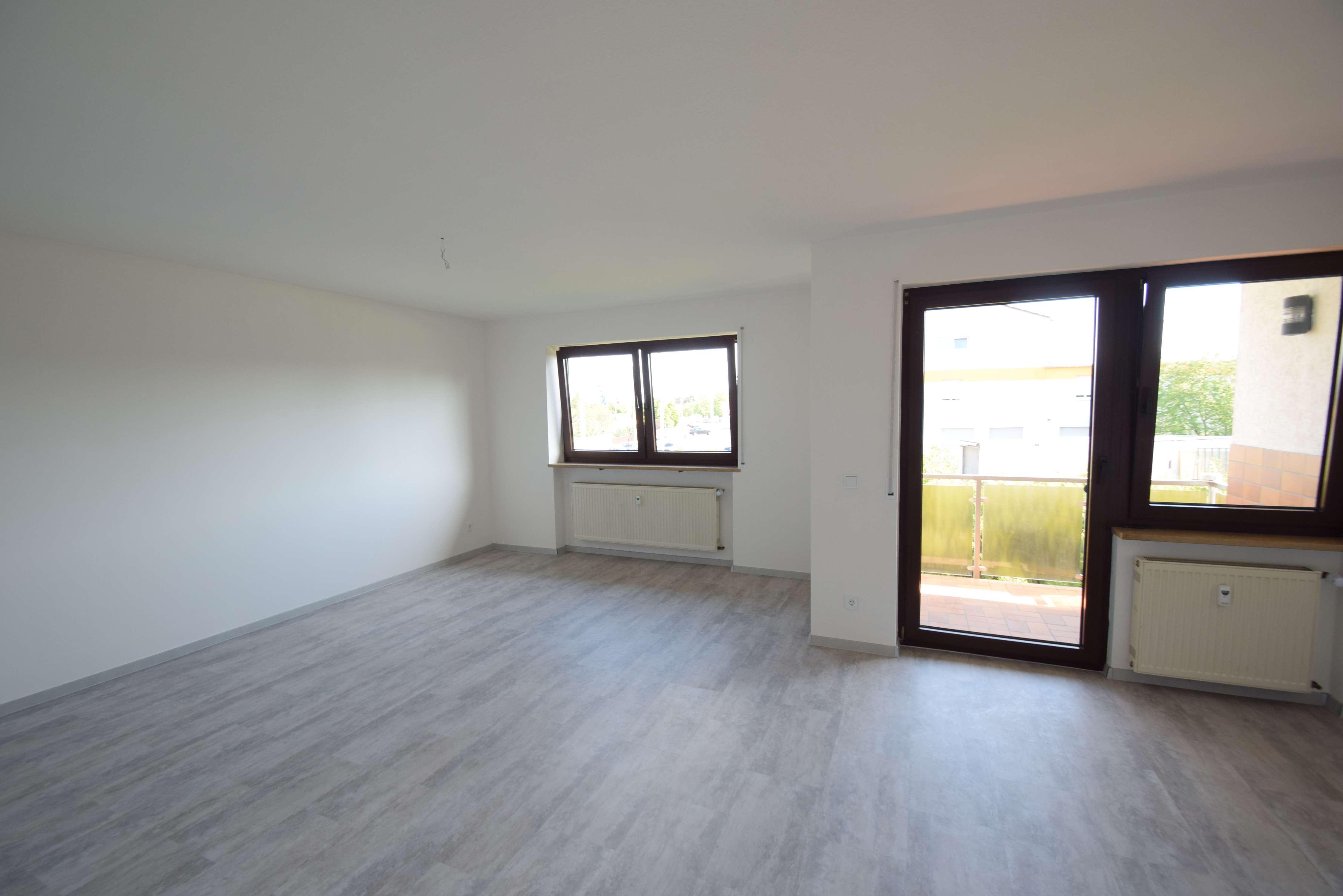 Frisch renovierte helle 2-Zimmer-Wohnung mit Balkon in