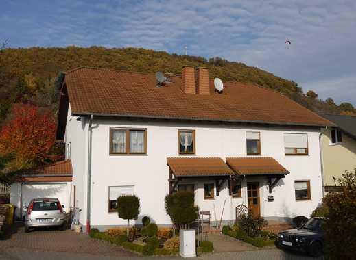 Helle freundliche DHH mit Kamin, Terrasse, Balkon, Garten und Garage in idyllischer Ortsrandlage