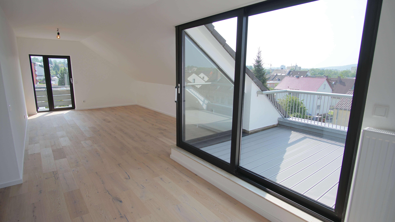 Erstbezug nach Sanierung mit Balkon und : ansprechende 2-Zimmer-Dachgeschosswohnung in Aschaffenburg in Damm (Aschaffenburg)
