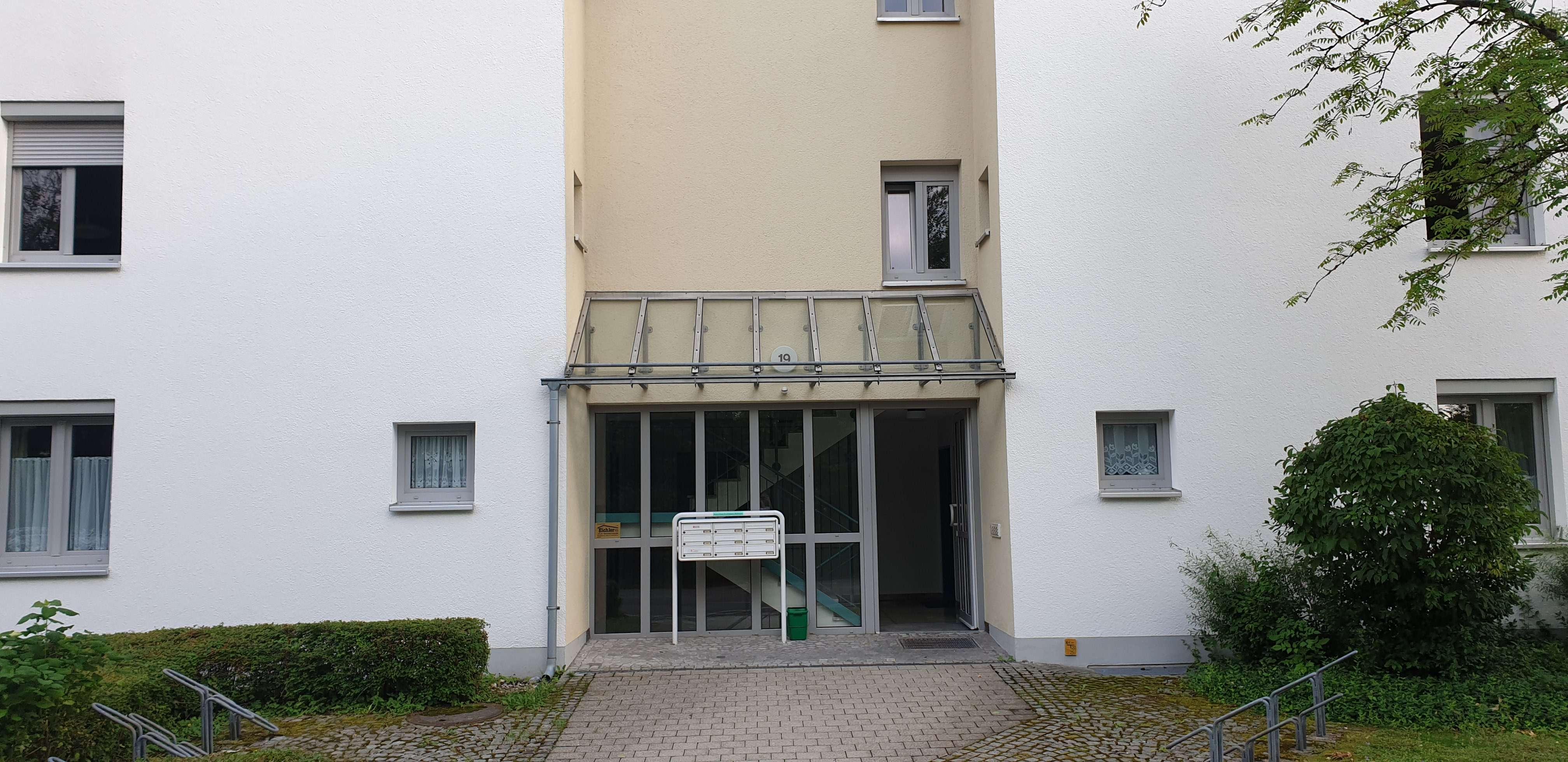 Helle, gepflegte 2-Zimmer-Wohnung mit EBK in Kirchseeon