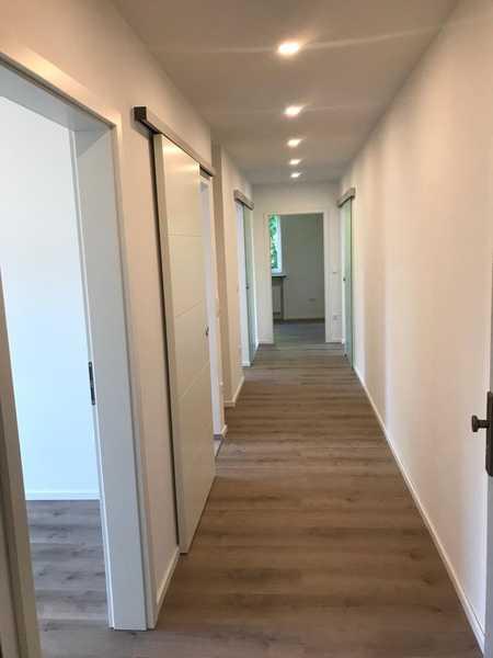 Erstbezug nach Sanierung mit Süd- Balkon: stilvolle 3-Zimmer-Wohnung in Neusäß in Neusäß