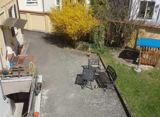 Helle, sonnendurchflutete vier Zimmerwohnung in Ingelheim mit Hof-und Gartenmitbenutzung