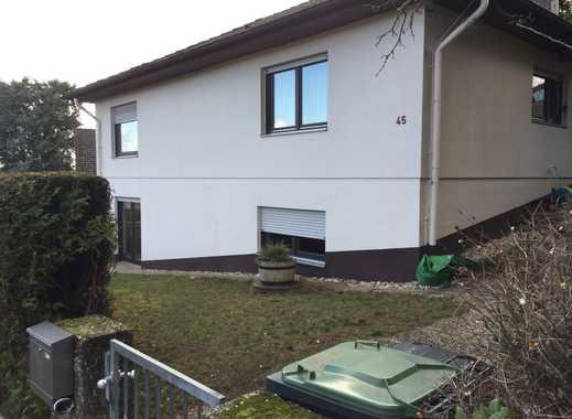 Exklusive, renovierte 2,5-Zimmer-Wohnung mit Einbauküche in Bergen-Enkheim