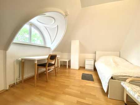 Lehel - Air Conditioning / Smart TV - TOP möblierte DG-Wohnung in bester Lage in Lehel (München)