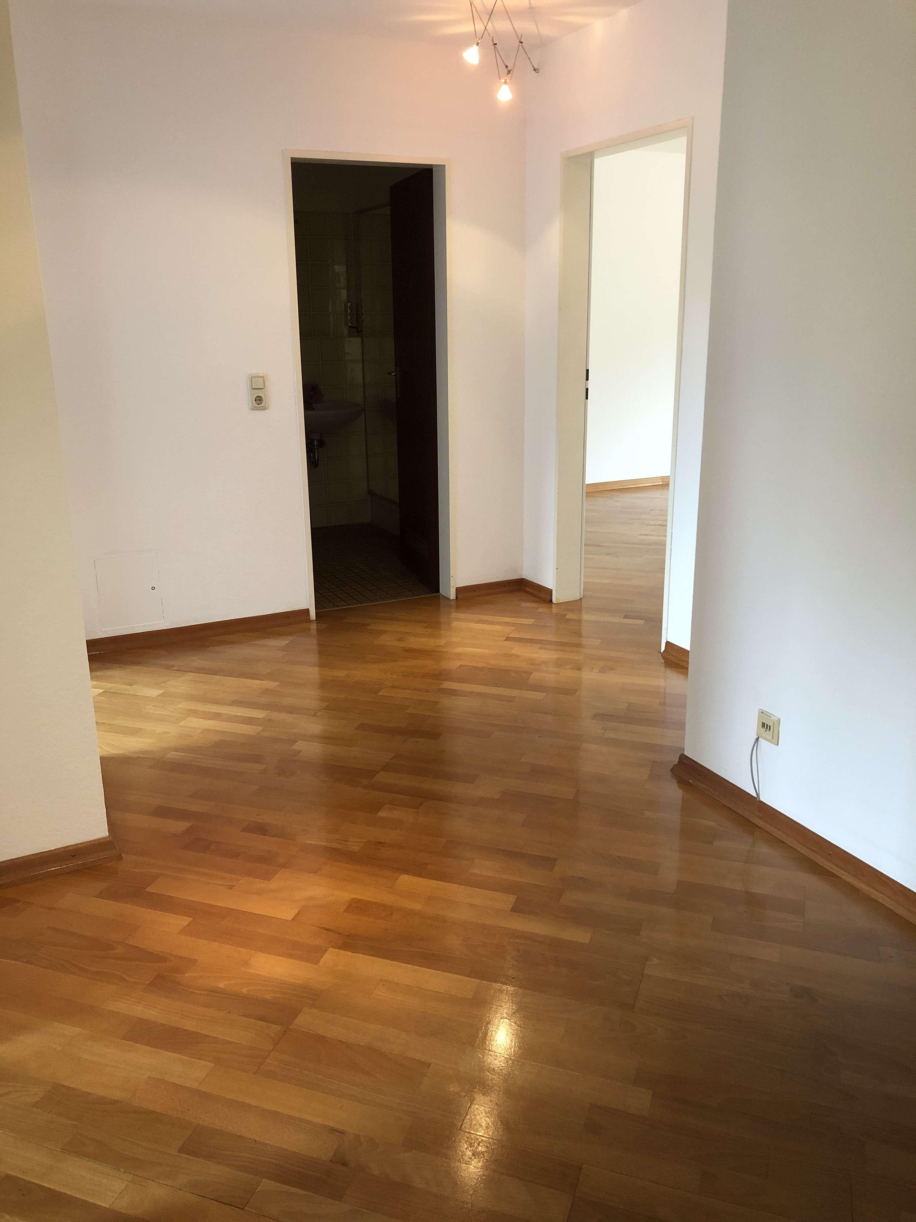 Gute schnittene, sonnige 3-Zimmer-DG-Wohnung mit Balkon und Einbauküche in Harlaching, München