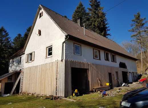 Handwerker aufgepasst!**Sanierungsbedürftiges Bauernhaus mit Scheune und Doppelgarage**