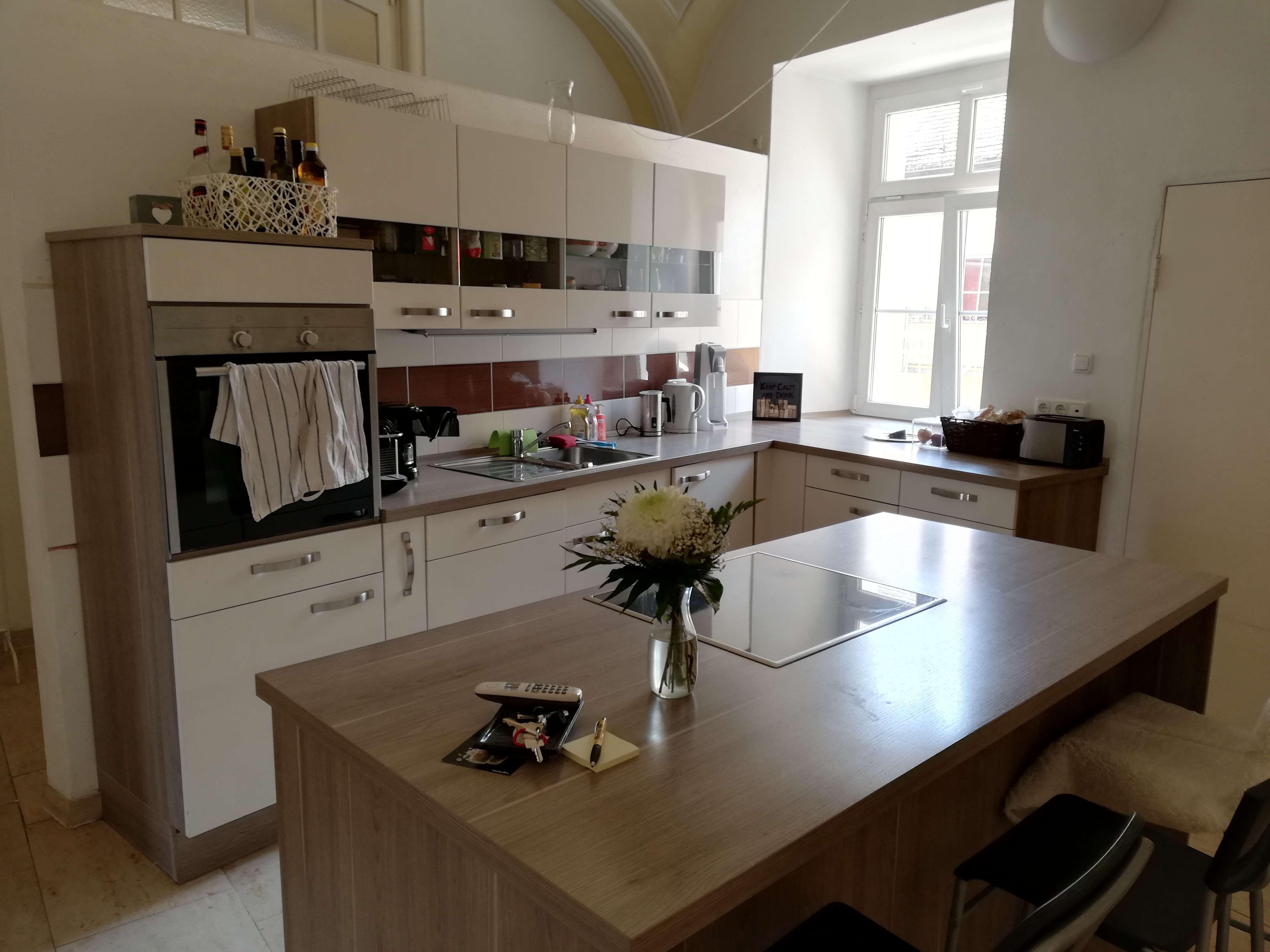 Gepflegte 4-Zimmer-Wohnung in denkmalgeschütztem Rokoko-Palais ab 01.09.2019 zu vermieten